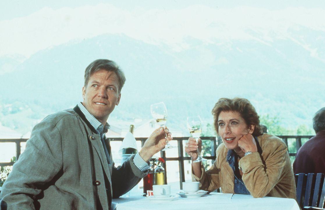 Dr. Michael Frank (Josef Baum, l.); Dr. Sabina Spreti (Anita Zagaria, r.) - Bildquelle: Beta Film GmbH