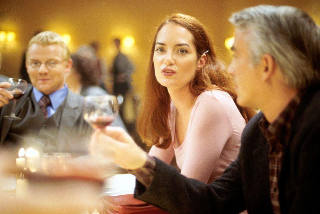 Die erfolgreiche Staatsanwältin Nina Carstens (Natalia Wörner, M.) wird von ihrer ehemals besten Freundin Dagmar zu einem Klassentreffen eingeladen.... - Bildquelle: Ruhnau Sat.1