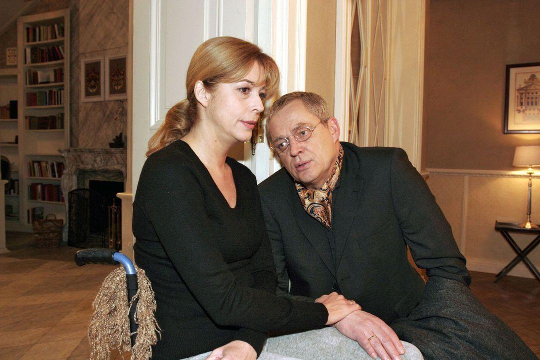 Lauras (Olivia Pascal, l.) Entschluss, in die Reha-Klinik zu gehen, überrascht und erleichtert Friedrich (Wilhelm Manske, r.) gleichermaßen. - Bildquelle: Noreen Flynn Sat.1