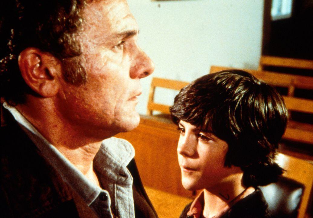 Quinn (Michael Pataki, l.) kehrt zurück und möchte plötzlich das Sorgerecht für seinen Sohn Albert (Matthew Laborteaux, r.) haben ... - Bildquelle: Worldvision