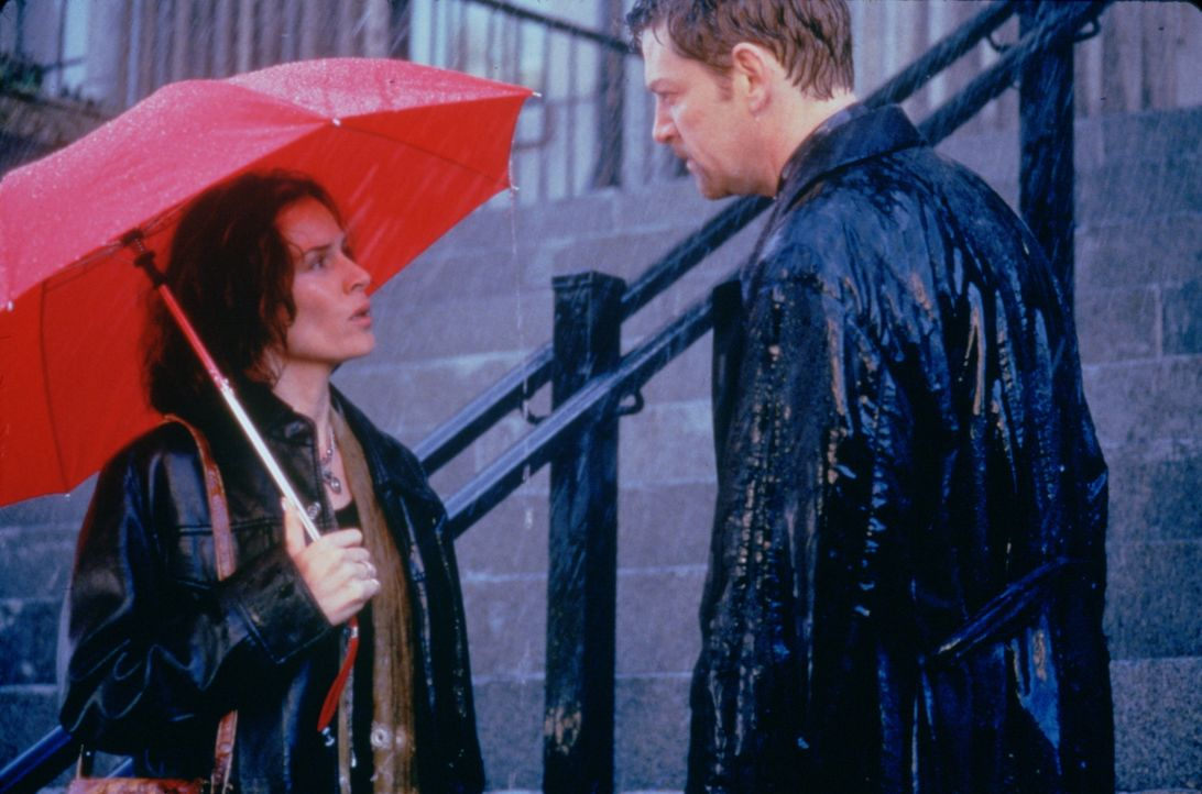 Mallory Doss (Embeth Davidtz, l.); Rick Magruder (Kenneth Branagh, r.) - Bildquelle: 1997 Polygram Films. All Rights Reserved.