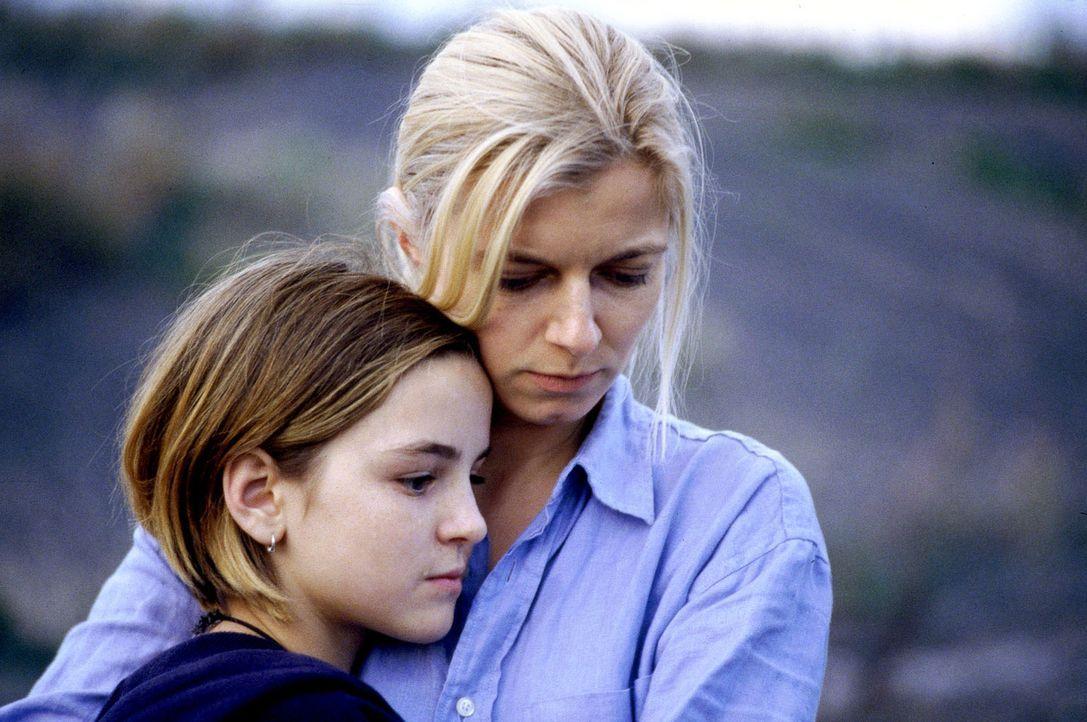 Der geplante Urlaub nach Frankreich, wird für Clara (Michaela Merten, r.) und ihre Tochter Patrizia (Laura-Charlotte Syniawa, l.) zum Alptraum ... - Bildquelle: Jiri Hanzl SAT.1