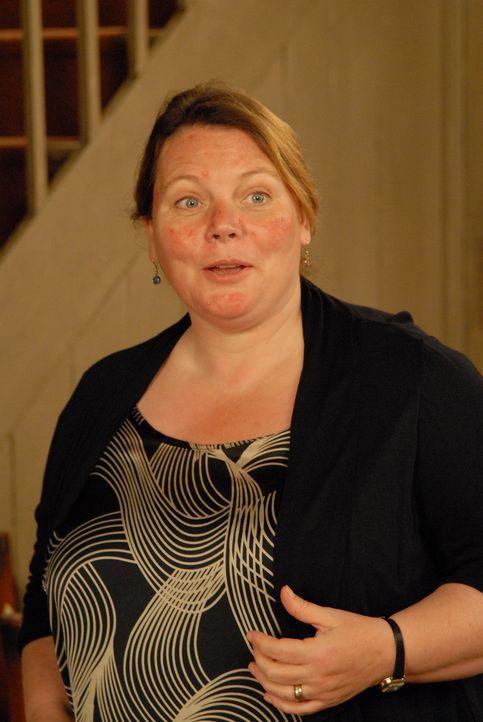 Schon bald muss Doc Martin erkennen, dass seine Nachfolgerin, Dr.Diana Dibbs (Joanna Scanlan), ein Faible für Fehldiagnosen hat - mit fatalen Folgen... - Bildquelle: BUFFALO PICTURES/ITV