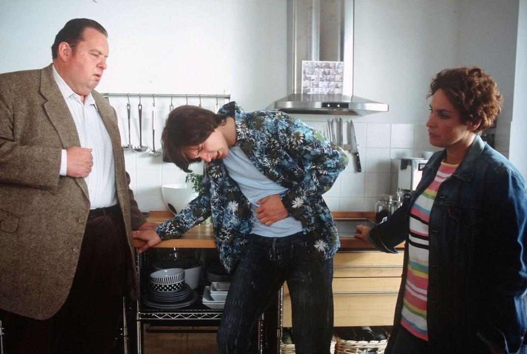 Die Ermittlungen führen Benno (Ottfried Fischer, l.) und Sabrina (Katerina Jacob, r.) ins Strichermilieu. Reindl zählte zum Kundenkreis des Edelpros... - Bildquelle: Magdalena Mate Sat.1