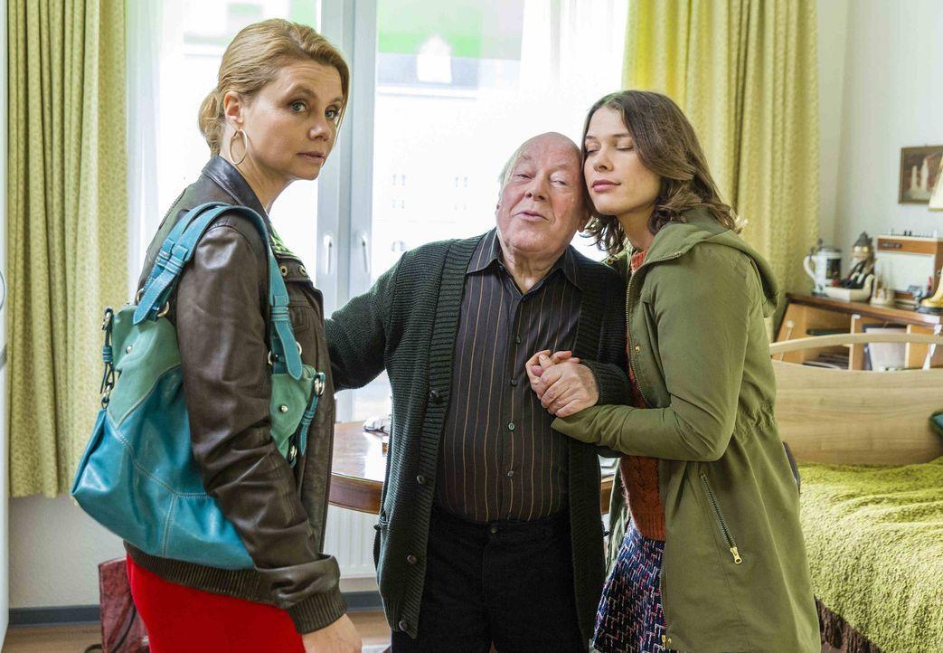 Danni (Annette Frier, l.) soll Berührerin Jasmin (Meike Droste, r.) helfen, die Hausverbot in einem Altersheim bekommen hat, weil sie alte Menschen... - Bildquelle: Frank Dicks SAT.1