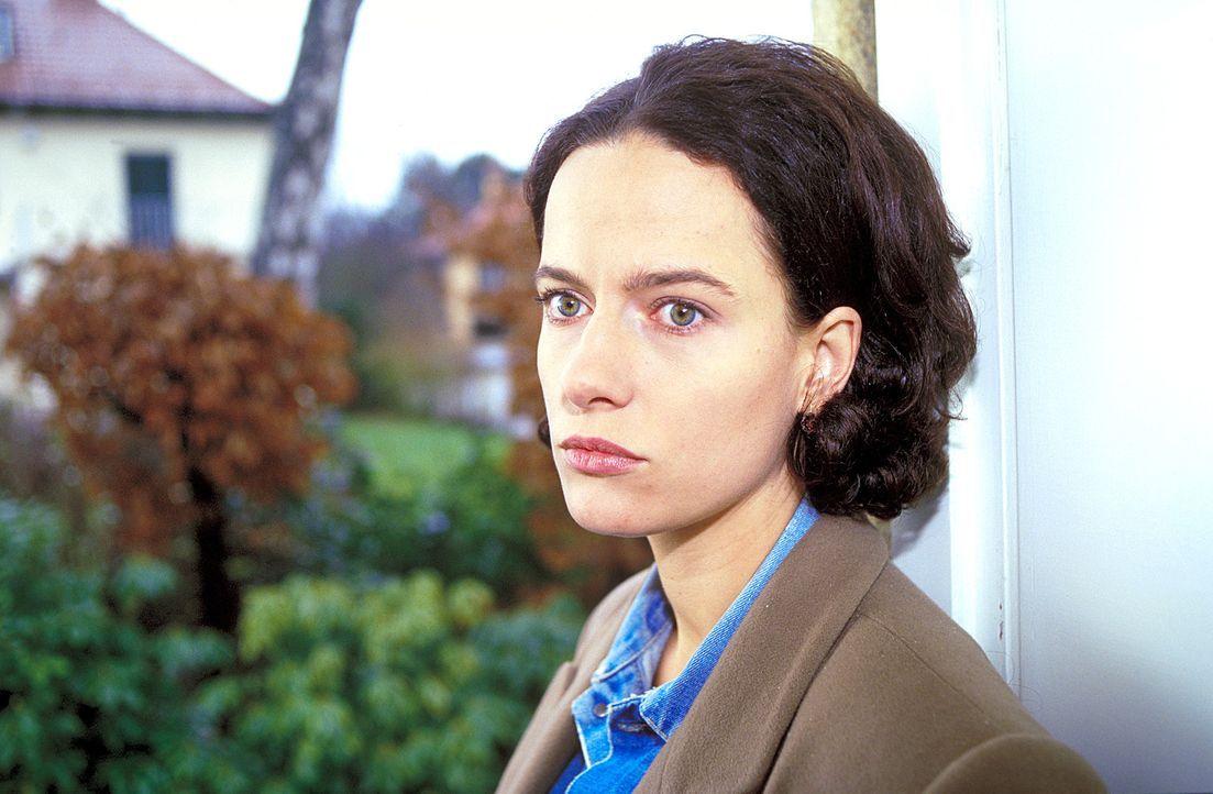 In München geht ein unbekannter Mörder um - die ganze Stadt zittert. In dieser Situation wird Anna (Claudia Michelsen) von anonymen Anrufen bedroht... - Bildquelle: Frank Lemm ProSieben