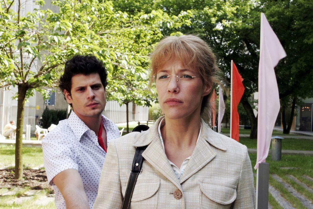 Lisa (Alexandra Neldel, r.) ist fassungslos, dass es zwischen Rokko (Manuel Cortez, l.) und David zu einer Schlägerei kam. (Dieses Foto von Alexandr... - Bildquelle: Noreen Flynn Sat.1
