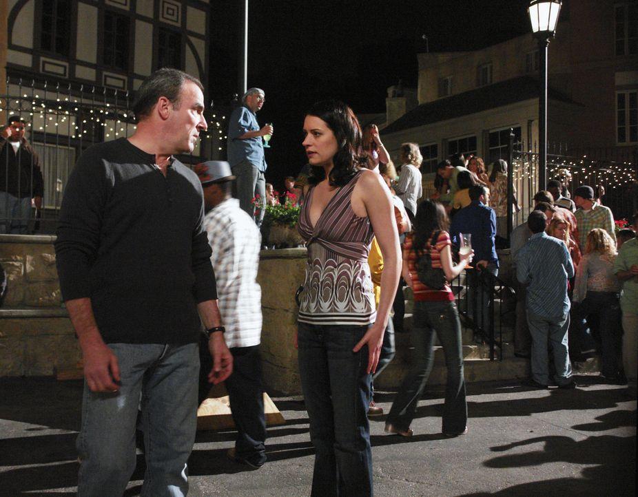Jason Gideon (Mandy Patinkin, l.) und Emily Prentiss (Paget Brewster, r.) werden nach New Orleans gerufen, wo ein Serienmörder Jack the Ripper nacha... - Bildquelle: Richard Cartwright 2007 ABC Television Studio. All rights reserved. NO ARCHIVE. NO RESALE. / Richard Cartwright