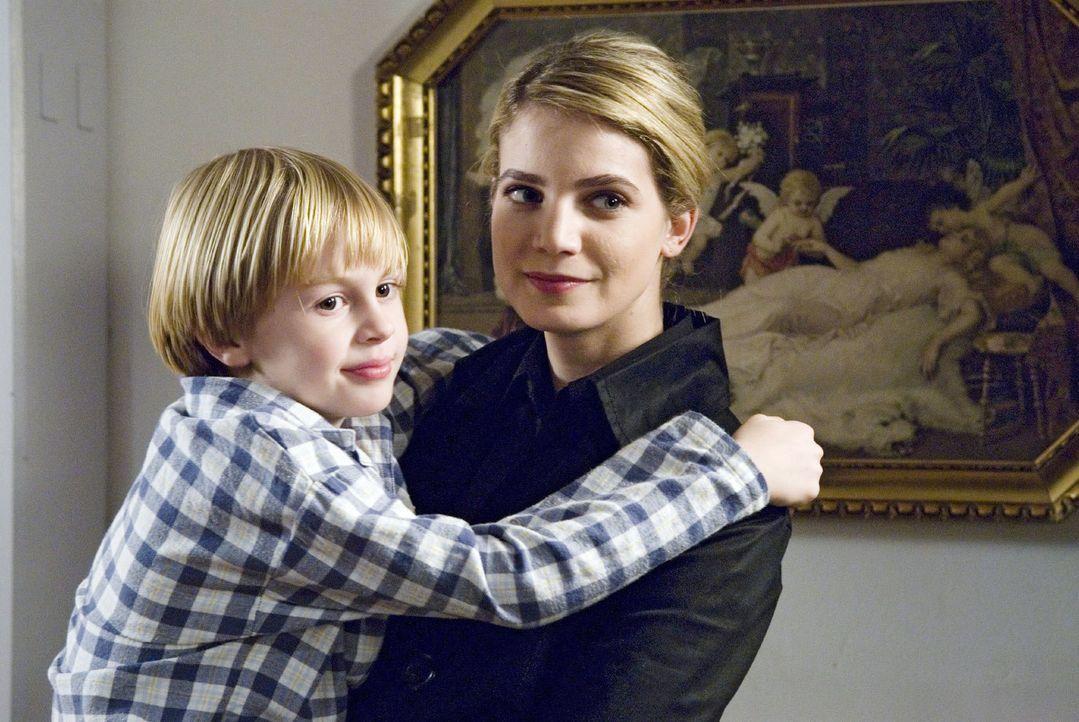 Nach dem Tod ihres Vaters will Marie (Rike Schmid, l. mit Cedric Eich) die finanziell angeschlagene Firma der Familie retten. - Bildquelle: Stephan Rabold Sat.1