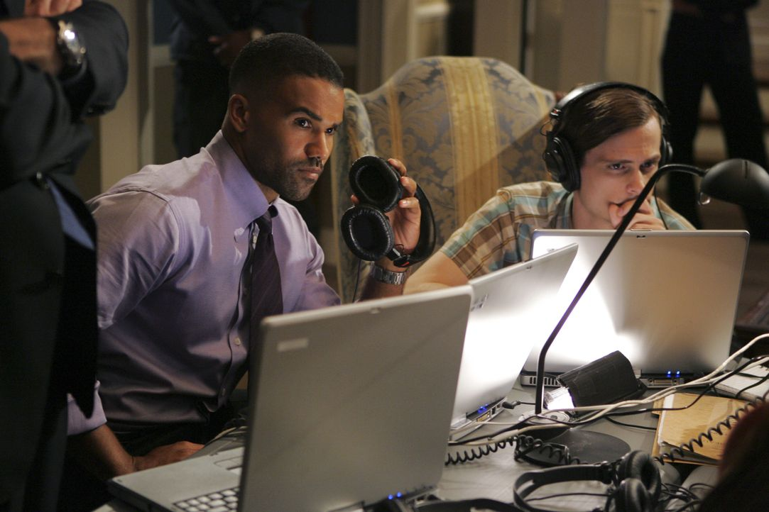 Stehen vor einem schwierigen Fall: Special Agent Derek Morgan (Shemar Moore, l.) und Dr. Spencer Reid (Matthew Gray Gubler, r.) ... - Bildquelle: Cliff Lipson 2005 CBS BROADCASTING INC. All Rights Reserved. / Cliff Lipson