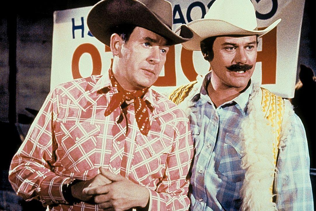 Tony (Larry Hagman, r.) und Roger (Bill Daily, l.) besuchen inkognito ein Rodeo - mit fatalen Folgen ...