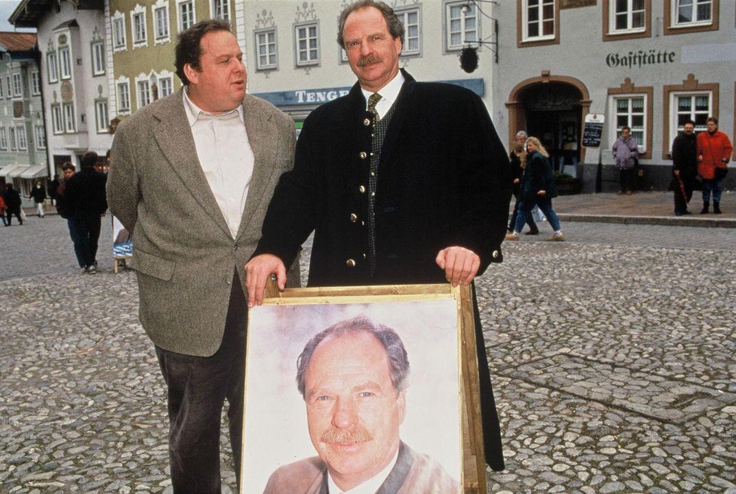Kommissar Benno Berghammer (Ottfried Fischer, l.) kennt seine Pappenheimer. Er hat Landrat Wallner (Friedrich von Thun, r.) im Verdacht, an dem Mord... - Bildquelle: Magdalena Mate Sat.1