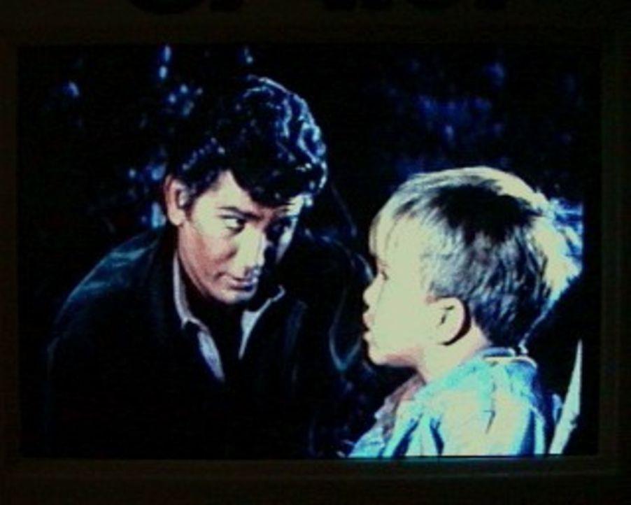 Der kleine Michael (Clint Howard, r.) hat von den Indianern erfahren, daß Gott in den Bergen lebt. Er macht sich auf den Weg in die Berge, um Gott z... - Bildquelle: Paramount Pictures