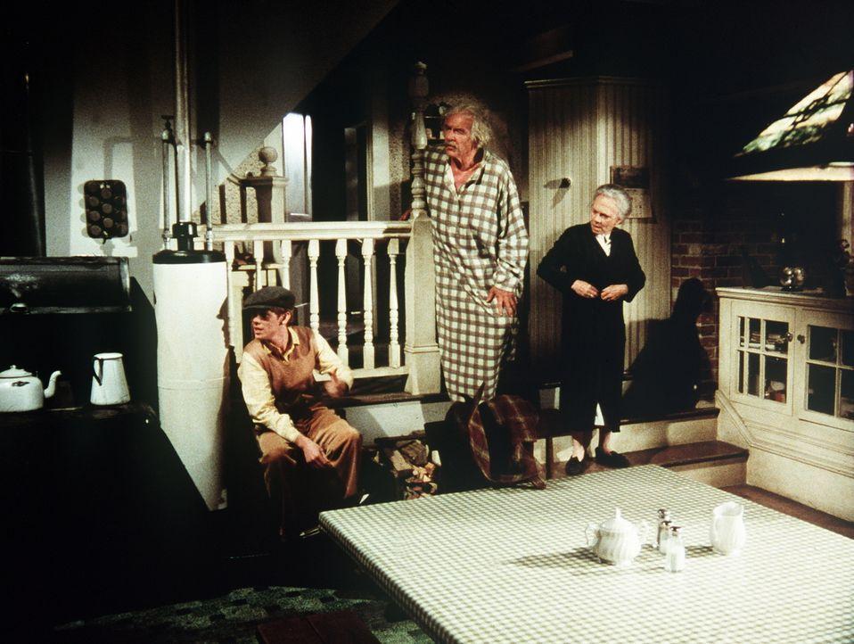Sam (Will Geer, M.) und Ester (Ellen Corby, r.) machen sich Sorgen um ihren Enkel Jason (Jon Walmsley, l.), der sich mit seinem Studium und seinen J... - Bildquelle: WARNER BROS. INTERNATIONAL TELEVISION