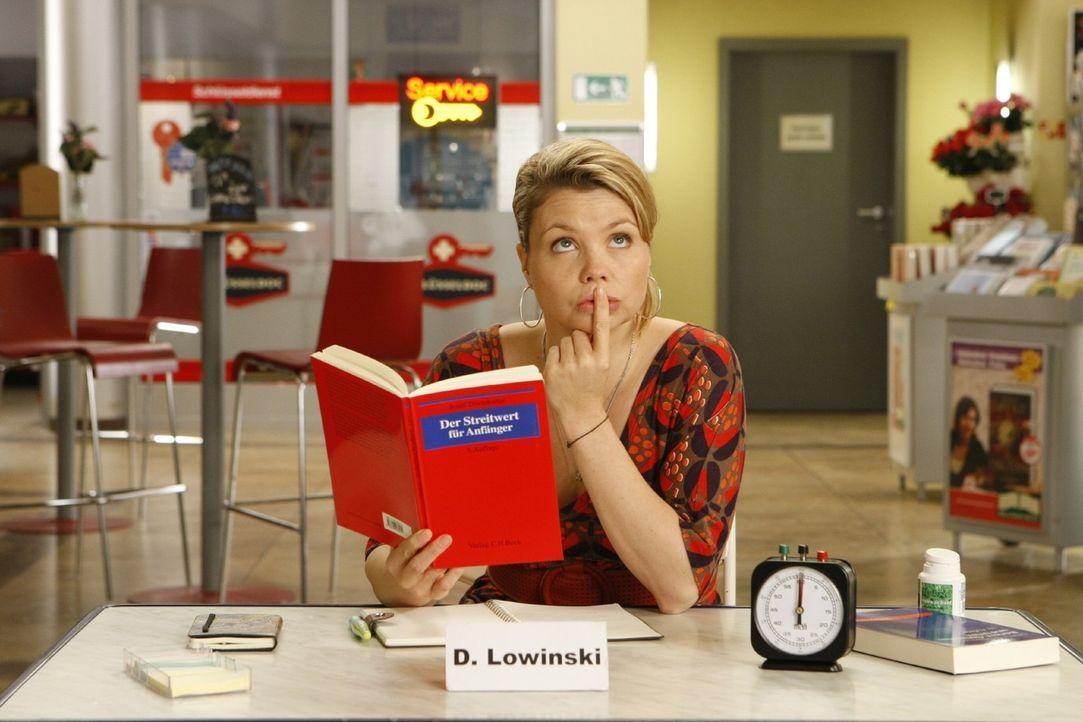 Eine etwas ungewöhnliche Rechtsanwältin: Danni Lowinski (Annette Frier) ... - Bildquelle: Frank Dicks SAT.1