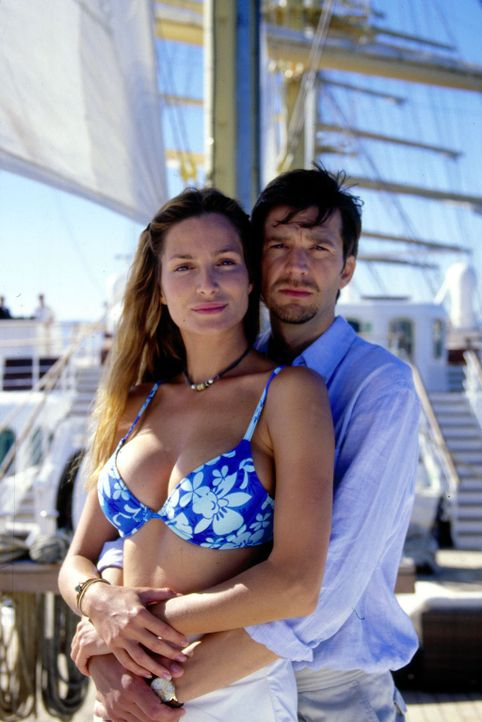 Antonia Scherer (Alexandra Kamp, l.) und Leonardt Graf Ahrendorff (Kai Wiesinger, r.) verlieben sich ineinander. - Bildquelle: Thomas Böhme Sat.1