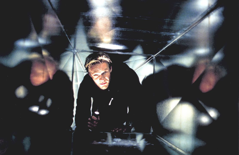 ''Mensch ärgere dich nicht'': Der leidenschaftliche Spieler David Assmann (Thure Riefenstein) geht auch als Versicherungsagent gerne ein hohes Risik... - Bildquelle: Jeanne Degraa ProSieben