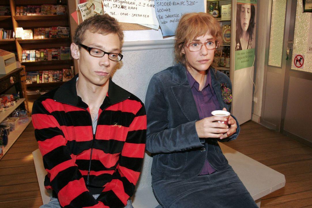 Lisa (Alexandra Neldel, r.) ist sicher, dass David weiß, dass er mit Mariella nicht mehr zusammenkommen wird - und teilt ihre Gedanken Jürgen (Olive... - Bildquelle: Noreen Flynn Sat.1