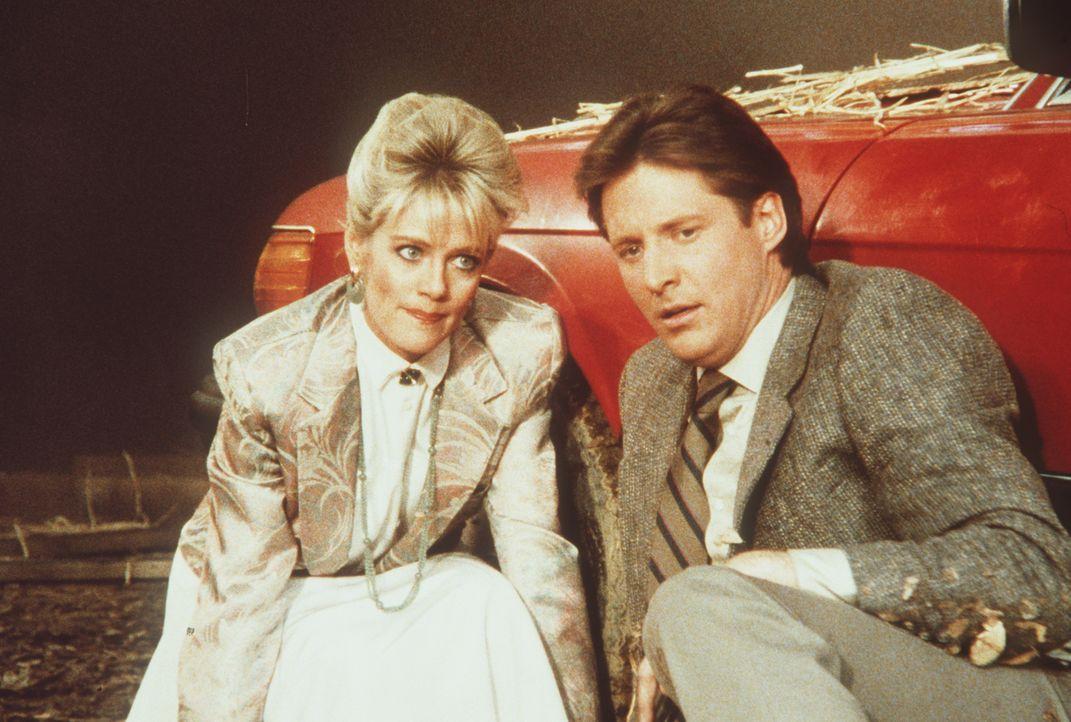Nur knapp können Francine (Martha Smith, l.) und Lee (Bruce Boxleitner, r.) einem Attentat entgehen ...