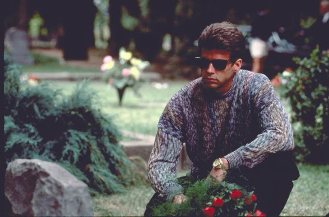 (5. Staffel) - Muss einen Verlust hinnehmen: Lance (Lorenzo Lamas) ... - Bildquelle: 1985   Warner Brothers