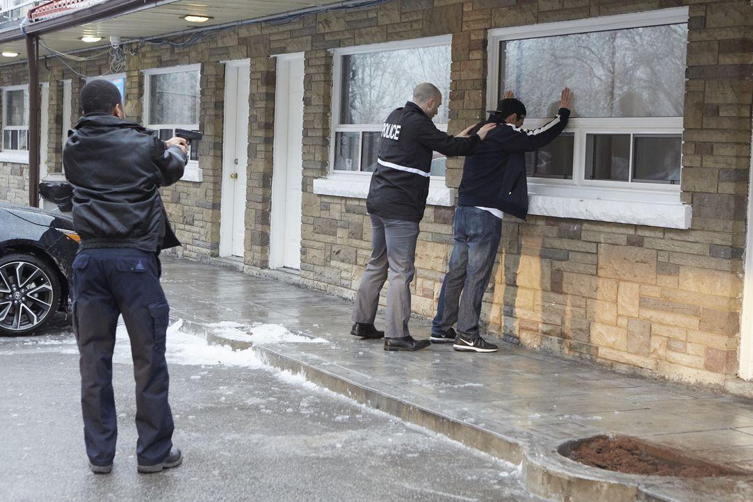 Wer entsorgte in einer kalten Februarnacht im Jahr 2015 den leblosen Körper ... - Bildquelle: Saloon Media