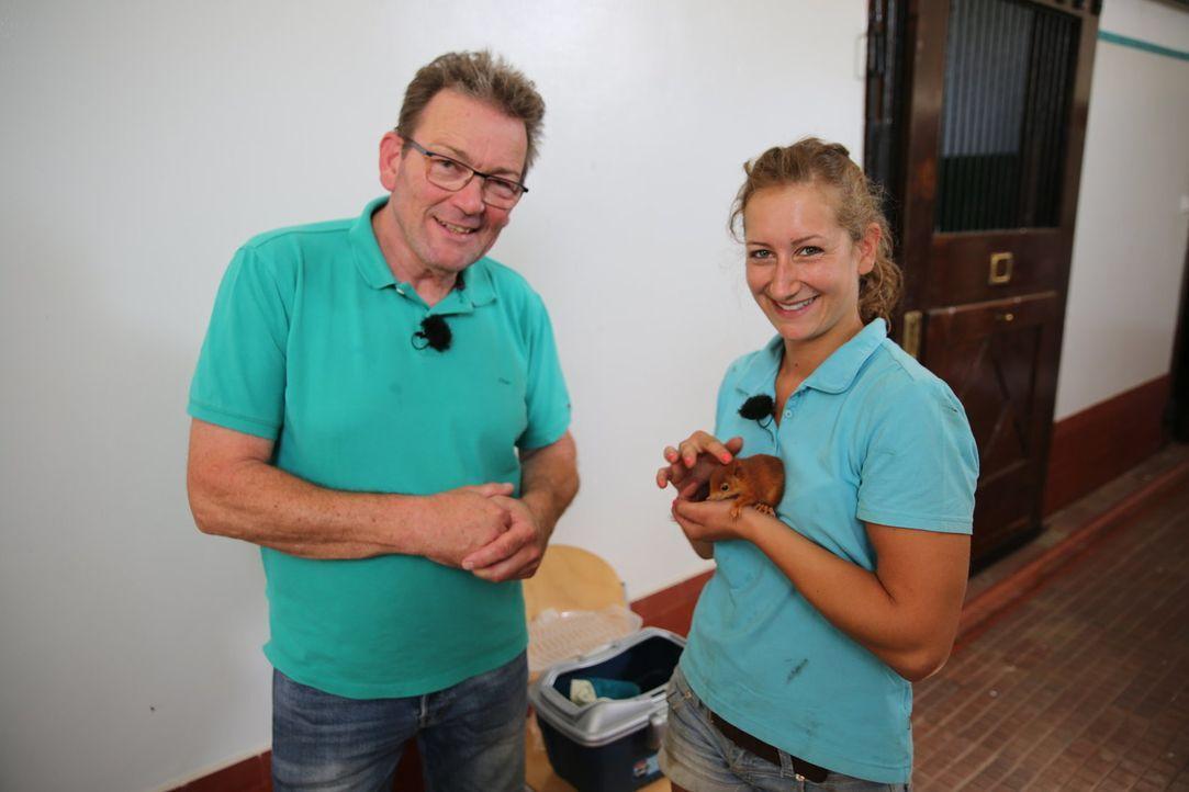 Dr. Herbert Dreesen (l.); Janina (r.) - Bildquelle: SAT.1 GOLD