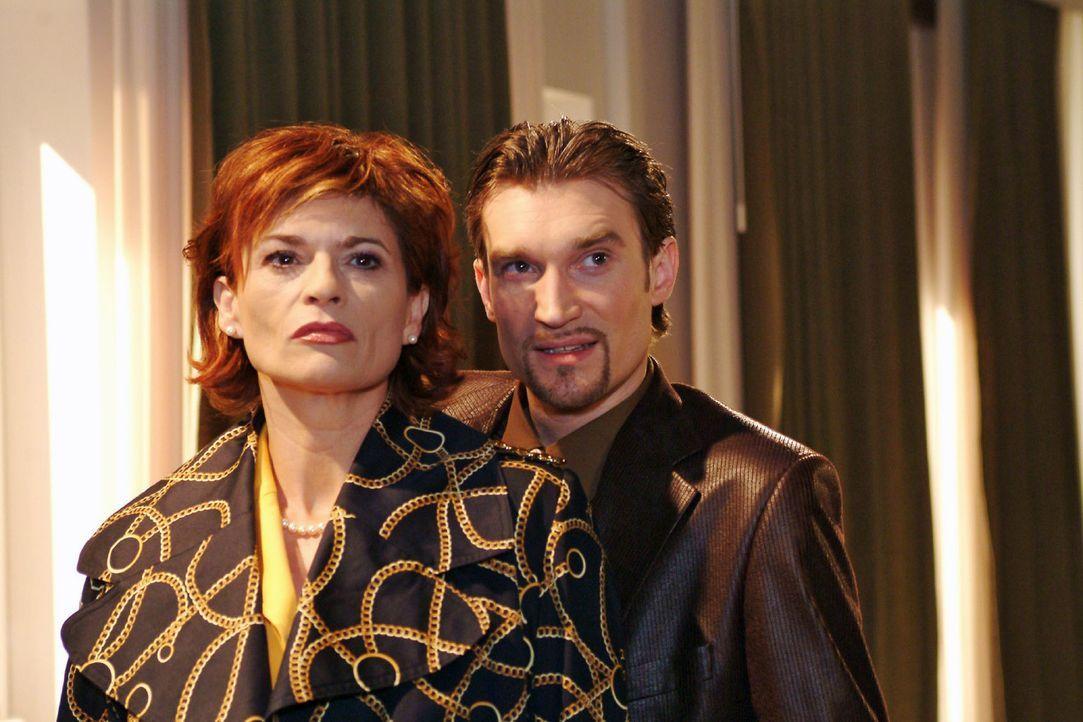 Hat Richard wirklich mit Davids Entführung zu tun? Sophie (Gabrielle Scharnitzky, l.) will endlich Klarheit und testet Richards (Karim Köster, r.) R... - Bildquelle: Monika Schürle Sat.1