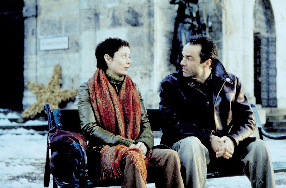 Nach 10-jähriger Abwesenheit überrascht Robert (Hannes Jaenicke, r.) seine Ex-Geliebte und Mutter seines Kindes mit einem Besuch. Doch Julia (Inka F... - Bildquelle: Christian A. Rieger ProSieben