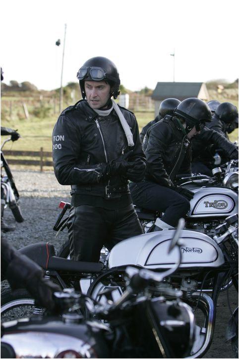 Noch ist der charismatische Anführer der Motorradgang, Ricky Deeming (Richard Armitage), der Hauptverdächtige im Mordfall Lister ... - Bildquelle: ALL3MEDIA & Company Pictures