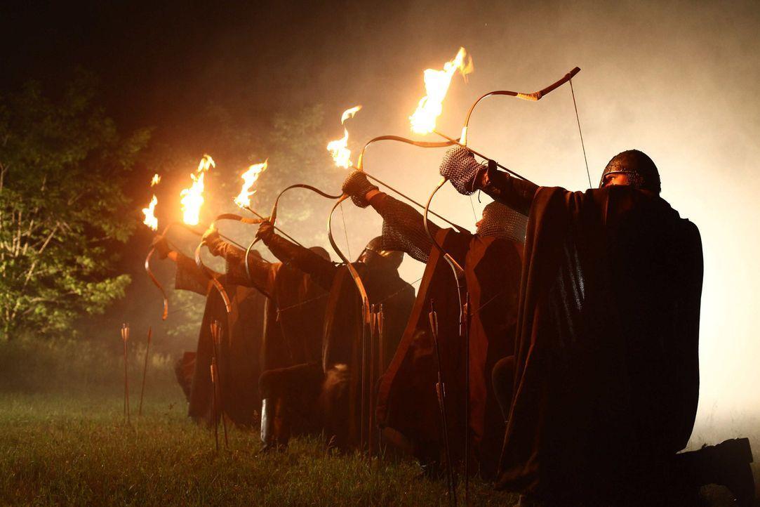 Zur Zeit der Kreuzzüge: Nachdem Konrad ihn des Mordes bezichtigt hat, lässt der Abt von Maulbronn seine Mannen ausrücken, um die Laurins zu vernicht... - Bildquelle: Gabor Klinsky ProSieben