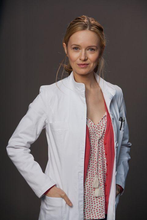 (1. Staffel) - Vor ihrer Anstellung in der Praxis ihres Onkels Harry war Dr. Nina Hansen (Stefanie Stappenbeck) als Ärztin in Entwicklungsländern un... - Bildquelle: Conny Klein SAT.1