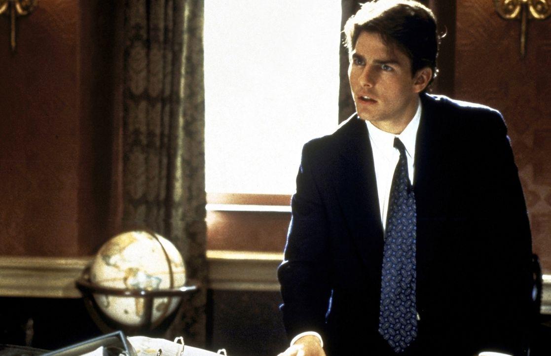 Jung, ehrgeizig und voller Ideale: Mitch McDerre (Tom Cruise) geht ganz in seiner Arbeit für die Kanzlei auf. Doch eines Tages stößt er auf die Spur... - Bildquelle: Paramount Pictures