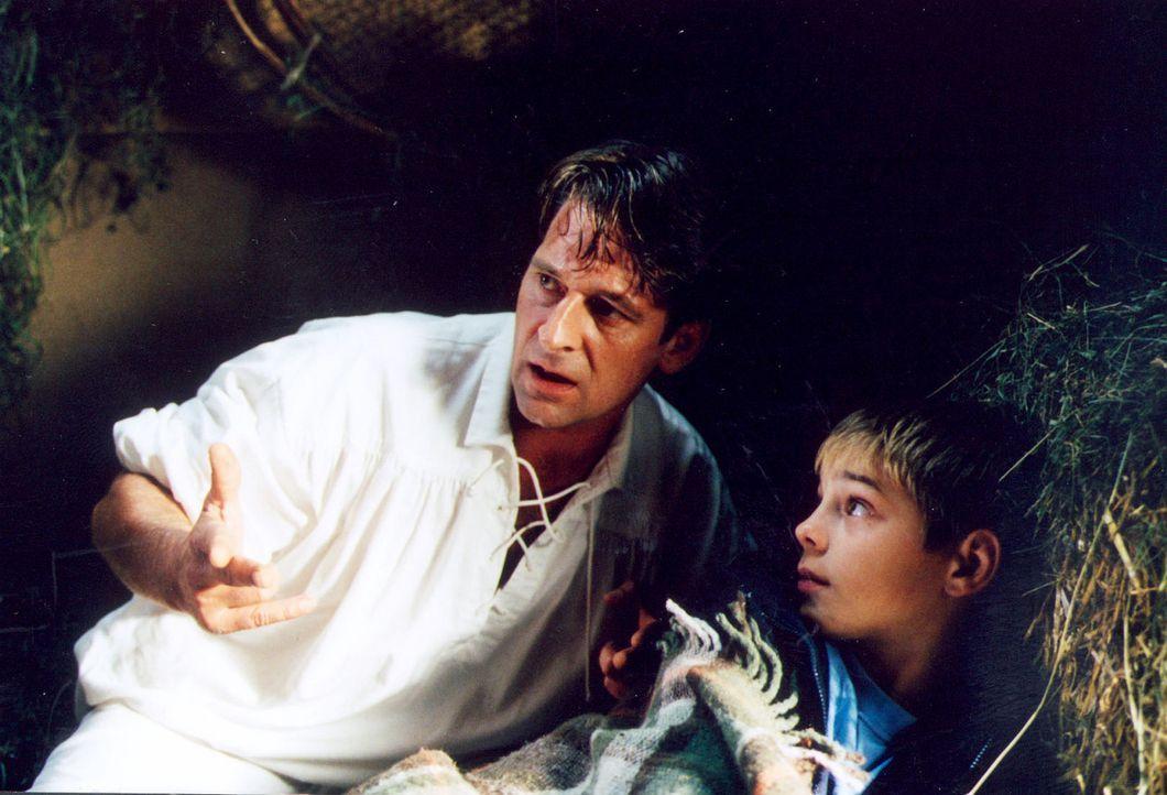Patrick (Marco Bretscher, r.) kann als Einziger den Liebesengel Raffael (Max Tidof, l.) wahrnehmen. Er findet Sophie ziemlich klasse und möchte, das... - Bildquelle: Erika Hauri Sat.1