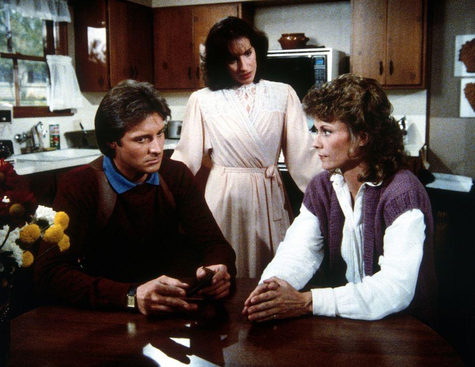 Kann Amanda (Kate Jackson, r.) Lee (Bruce Boxleitner, l.) klarmachen, dass er seiner alten Flamme Eva (Amanda Marcovicci, M.) mit Misstrauen begegne... - Bildquelle: CBS Television