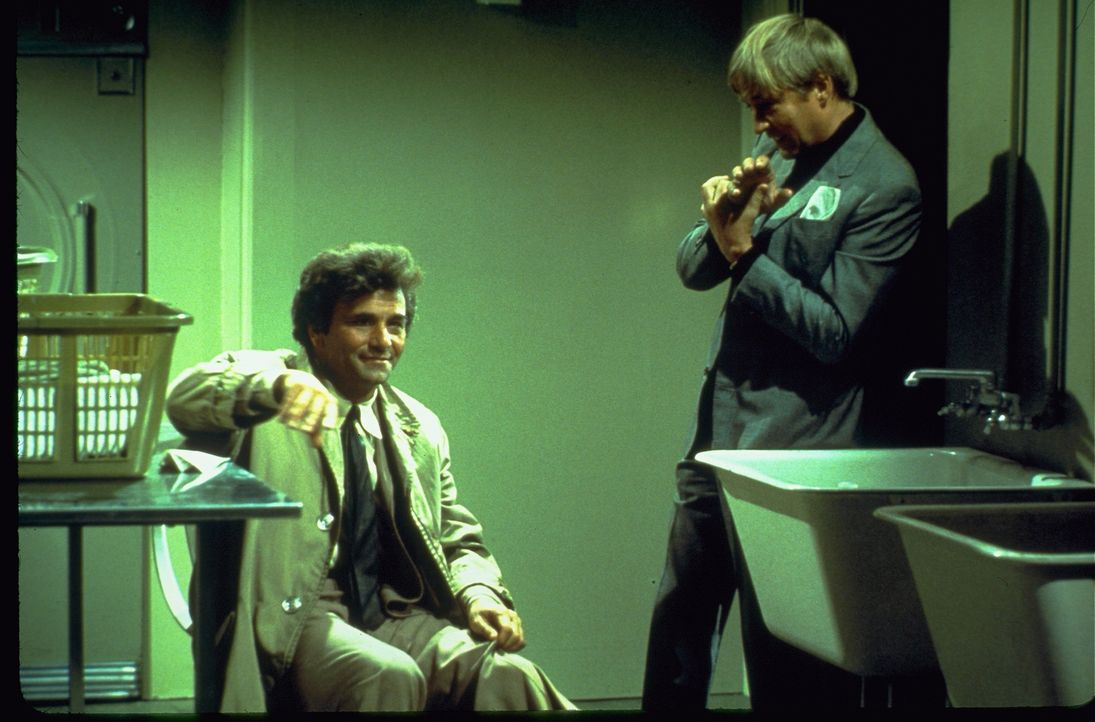 Columbo (Peter Falk, l.); Harold Van Wick (Oskar Werner, r.) - Bildquelle: 1974 Universal City Studios LLLP. All Rights Reserved.