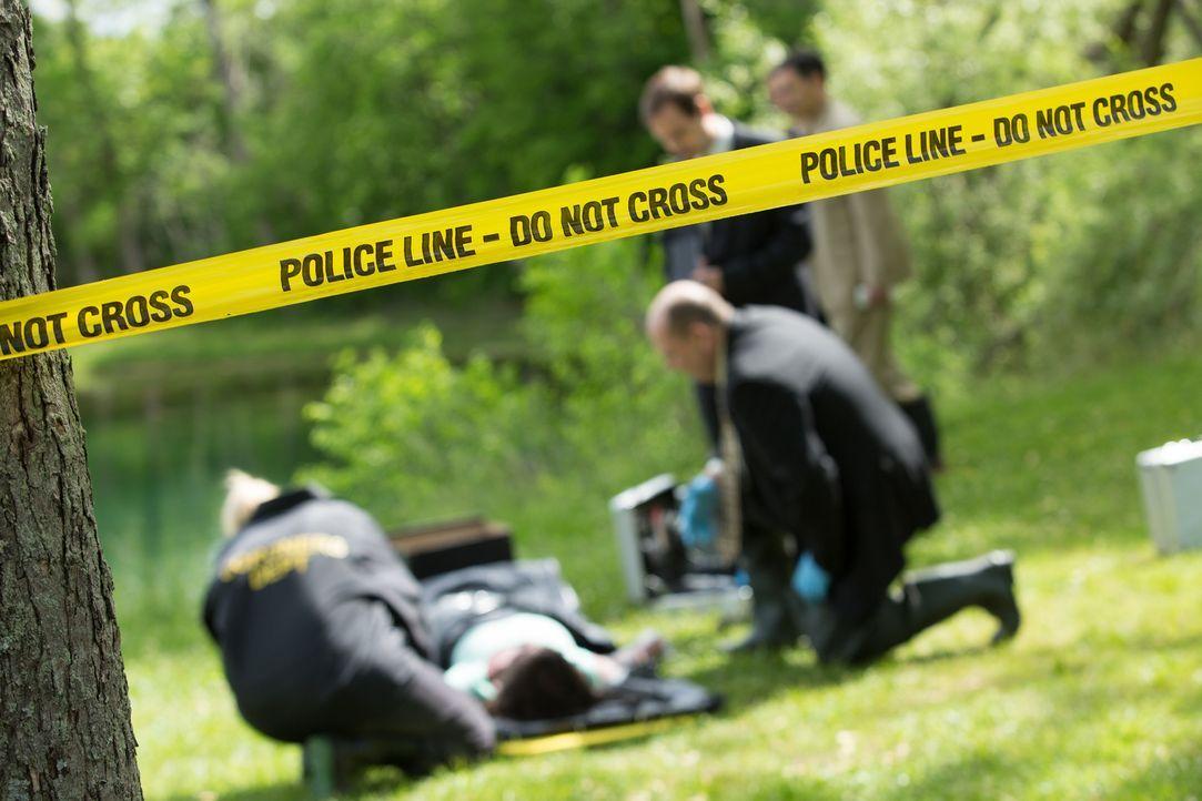 An einem Seeufer in Pontiac, Michigan, wird die Leiche der 32-jährigen Rhonda Ransom Lee gefunden. Sie wurde vergewaltigt, ermordet und in den See g... - Bildquelle: Darren Goldstein Cineflix 2014