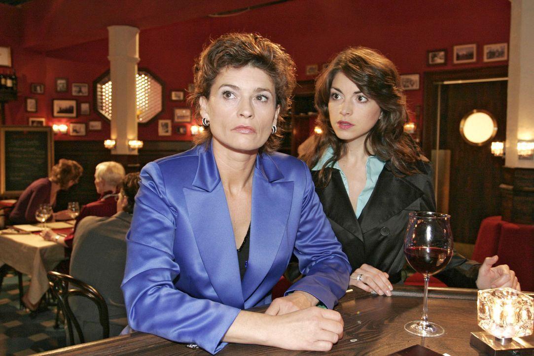 Mariella (Bianca Hein, r.) stellt ihre Mutter (Gabrielle Scharnitzky, l.), die wieder getrunken hat, zur Rede - sie weiß, dass diese dringend profes... - Bildquelle: Noreen Flynn Sat.1