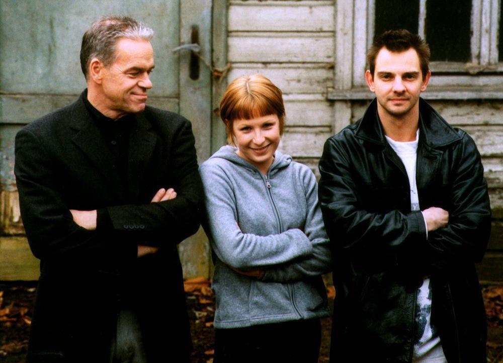 Kommissar Wolff (Jürgen Heinrich, l.), Verena (Nadine Seiffert, M.) und Tom Borkmann (Steven Merting, r.) - Bildquelle: Sat.1
