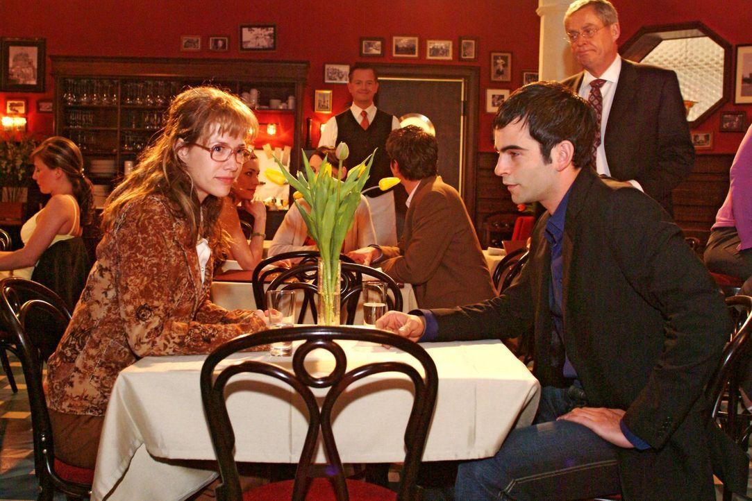 David (Mathis Künzler, r.) verlangt von Lisa (Alexandra Neldel, l.), dass sie endlich ihre Gefühle für ihn in den Griff bekommt. Niemals wird sie ei... - Bildquelle: Noreen Flynn Sat.1
